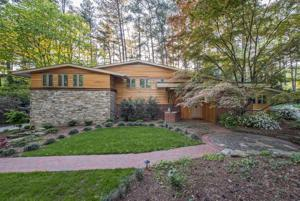 <p>_____</p><p>Horizontal cypress siding, a low-pitched roof, and mahogany band help to emphasize the horizontality of the Owens' award-winning home, which is tucked on Knollwood Street.</p>