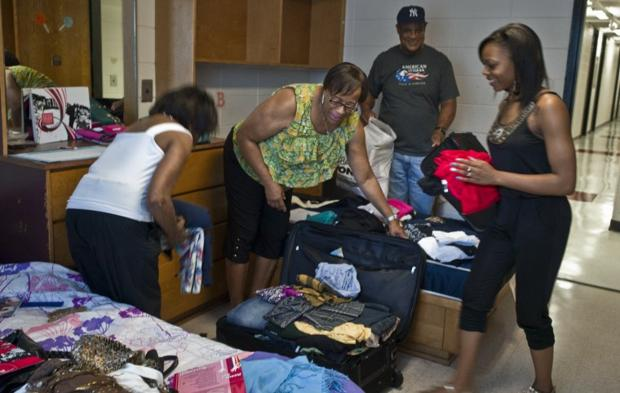 Wssu Dorm Rooms >> GALLERY: WSSU Move in day - Winston-Salem Journal: Home