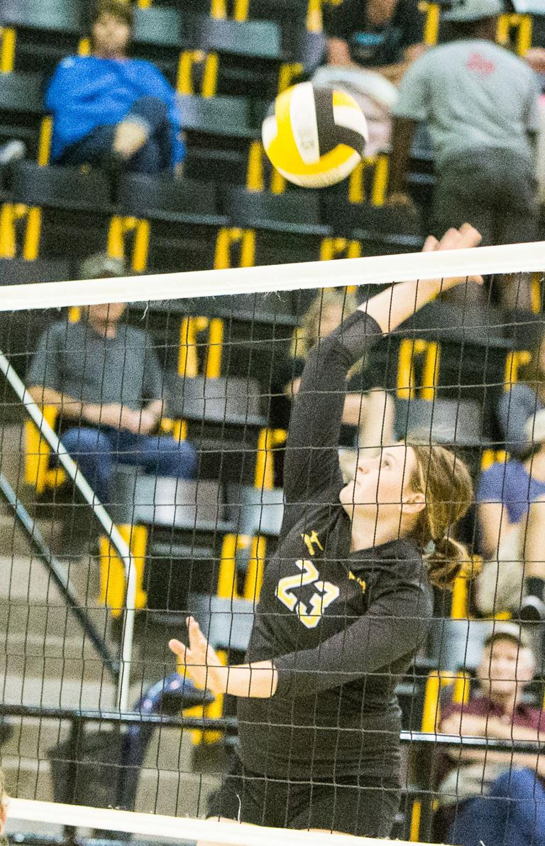 Hornets avenge loss to place third in Groesbeck VB tourney