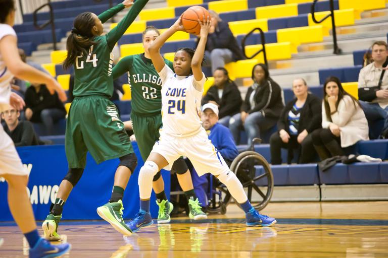 Haynes clutch as Lady Dawgs upset reigning district champ
