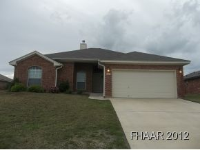 Beautiful Carothers built home in desirable Belton neighborhood. Carpet in