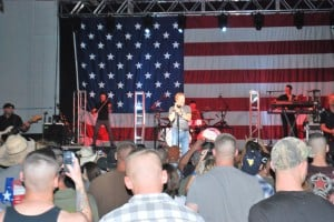 Craig Morgan performs at Fort Hood