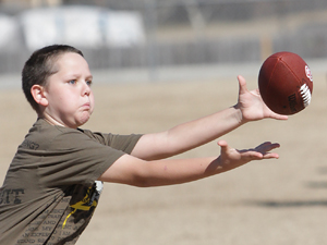 Youngsters get pointers from former NFL players at clinic