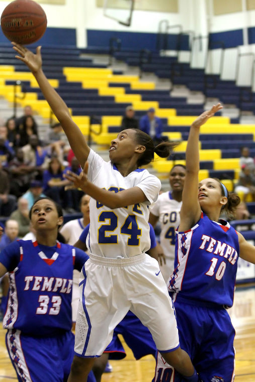 Lady Dawgs hold off Tem-Cats 53-42