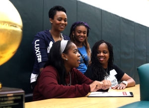 Ellison's Simmons signs with Schreiner