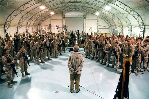 Hagel visits troops