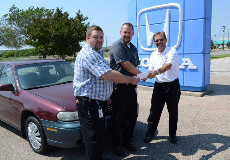 Cleo Bay Honda donates car to KISD Career Center