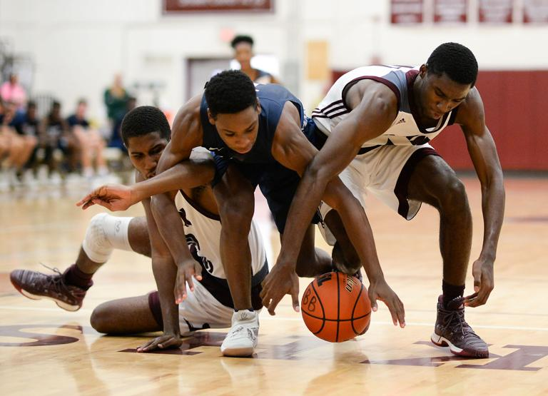 BOYS BASKETBALL: Roos win another squeaker for 2-0 start