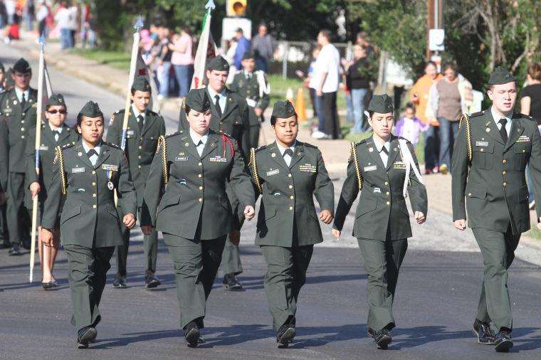 Cove Veterans Day Parade 2.jpg