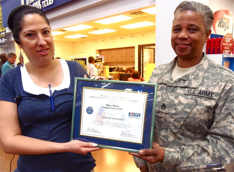 Mary Davis receives Patriot Award