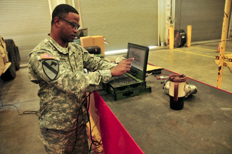 Fort Hood maintenance chiefs train on engine diagnostic equipment