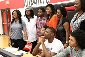 Heights Bball Signings 9.jpg