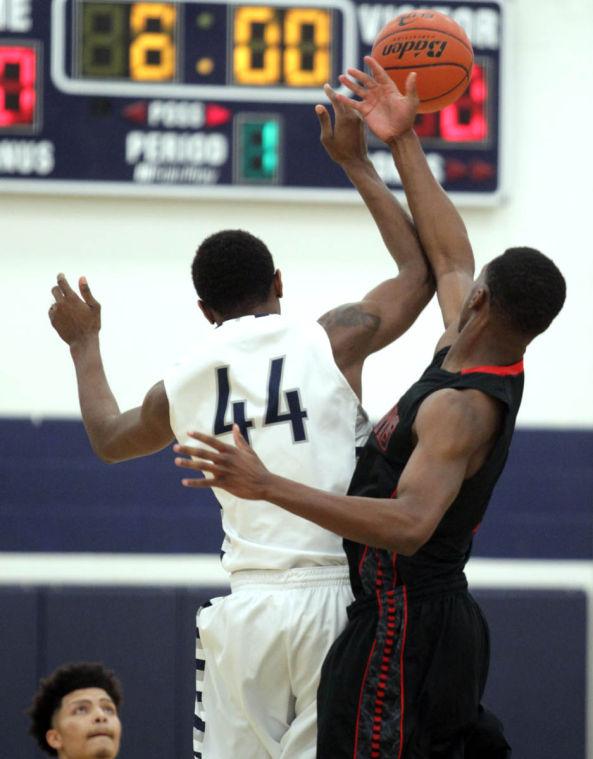 Basketball Boys Shoemaker  V Harker Heights005.JPG