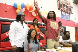 Heights Bball Signings 11.jpg