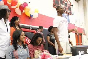 Heights Bball Signings 12.jpg