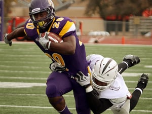 Foiled fake punt helps send Cru to D3 quarterfinals