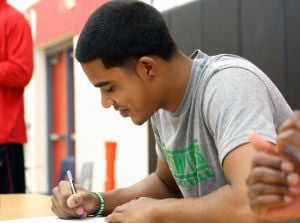 Heights Hoopster Signs With Western Texas