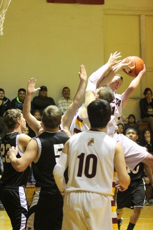 LometaEvantBOYSBasketball09.jpg