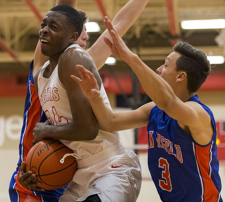 8-6A BOYS BASKETBALL: Belton beats Central for first 8-6A victory