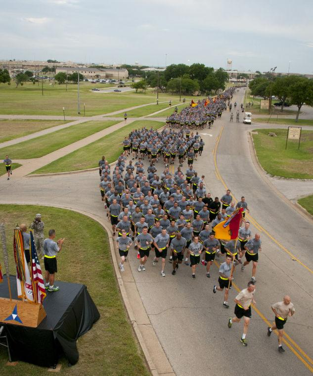Maj. Gen. Anthony R. Ierardi motivates III Corps and Fort Hood soldiers during post run