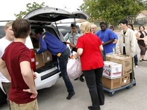 Cove students deliver aid to Bastrop wildfire victims