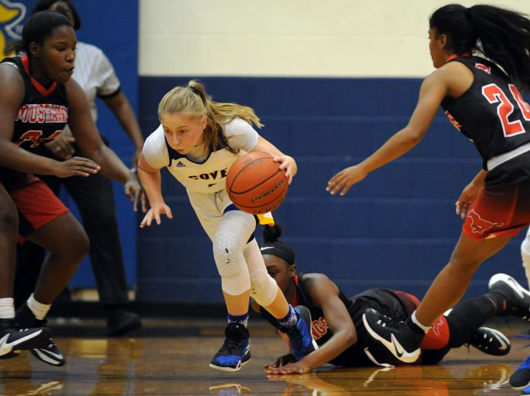 BASKETBALL: Lady Dawgs rain 11 3-pointers in 72-38 rout of Manor