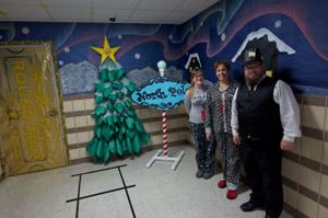 Manor decorating contest