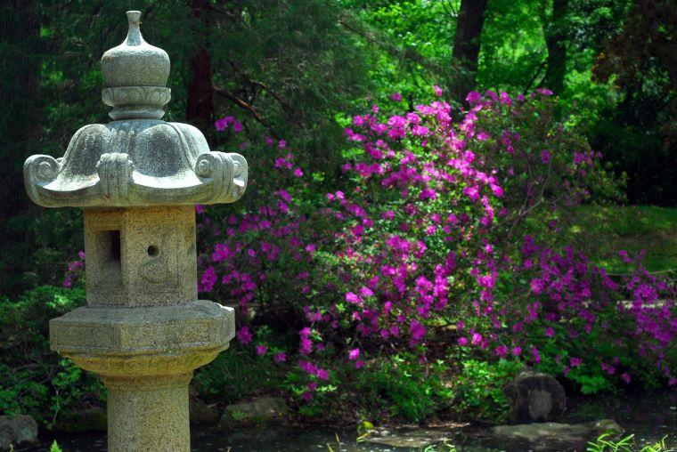Stone lanterns at Maymont estate