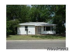 Absolutely Adorable!!!! 3/1/1. Original Hardwood floors!! Super cute home close