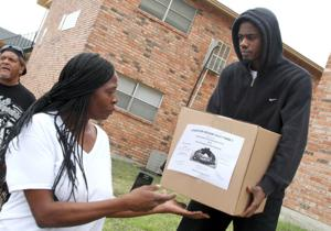 Church Food Giveaway.Photo Jaime Villanueva 0005.jpg
