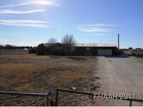 Horses welcome here! Close to Bertram, small acreage tract with