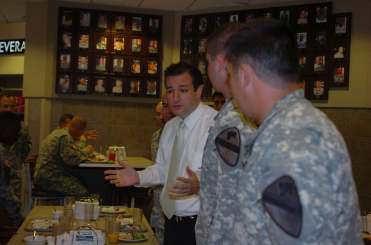 Soldiers talk economics, current events with Texas Senator