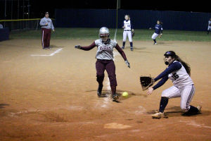 Lady Wolves get 1st 8-5A win, beat Killeen 17-2