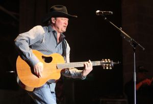 Tracy Lawrence at Fort Hood