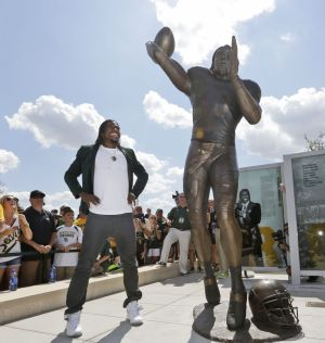 Cove's RG3 honored with statue as Baylor's McLane Stadium makes debut