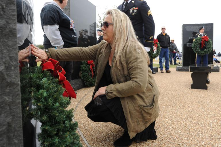 Community comes together for wreath laying at veteran cemetery
