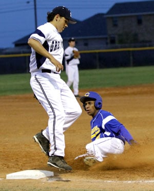 Dawgs fall in close game with Shoemaker