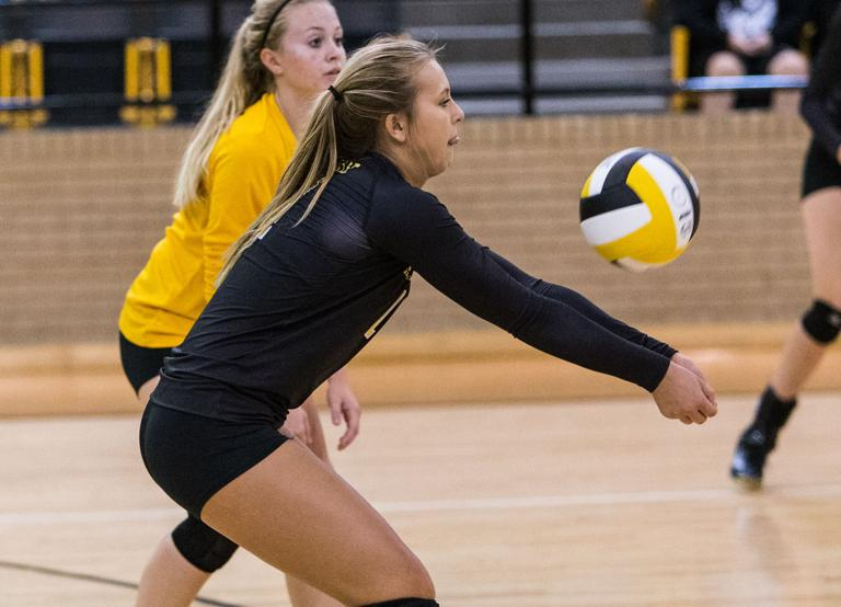 VOLLEYBALL: Snively returns to lineup, leads Hornets to sweep of Hillsboro
