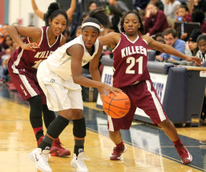 Killeen Vs Shoemaker Girls Basketball: Killeen's Shianne Johnson and Carmen Williams (21) defend against Shoemaker's Daysha Roberts on Tuesday at Killeen High School. - Herald/CATRINA RAWSON