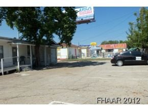 -Wonderful business location, approximately 50,000 vehicles pass by this location