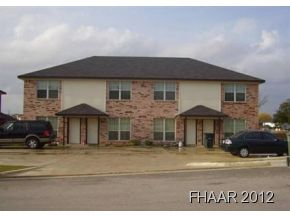 This townhouse offer 2 bedrooms, 1.5 bath, dishwasher, and washer