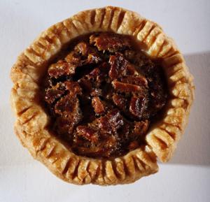Pecan mini pie