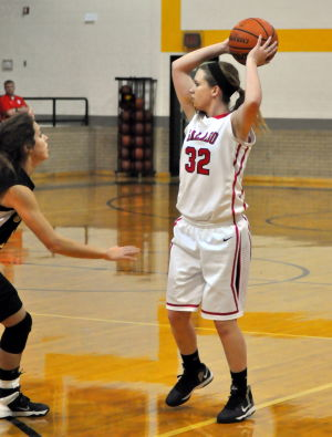 Salado Girls Vs. Crawford: Salado's Taryn Kornegay looks to pass against Crawford. - Bryan Correira | Herald