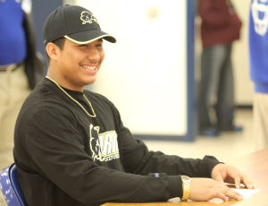 Cove  linebacker signs  letter of intent