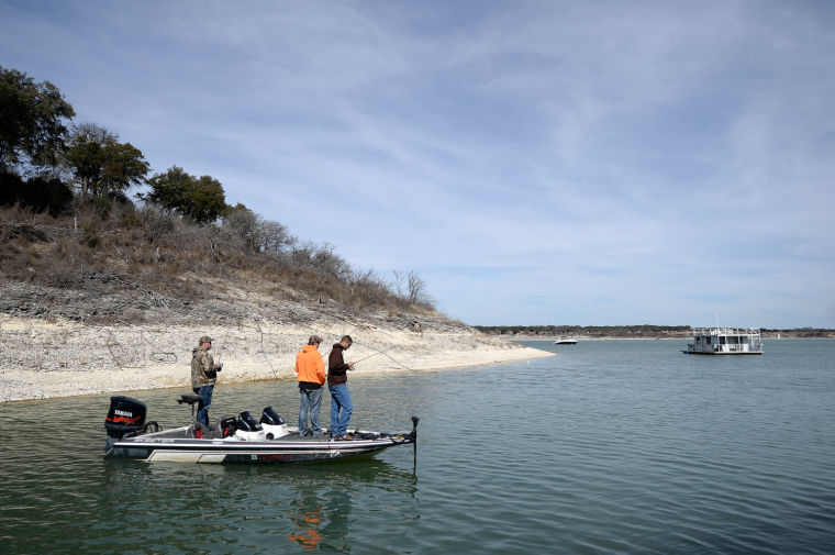 Wind keeps fishermen away at belton lake for Lake belton fishing report