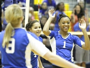 Lady Dawgs end district play by sweeping Temple
