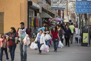 <p>Pedestrians walk toward the Paso del Norte International Bridge to cross from El Paso into Ciudad Juarez. MUST CREDIT: Photo by Ivan Pierre Aguirre for The Washington Post</p>