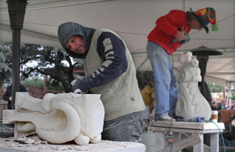 Carving and Wine.Photo J.Villanueva 0002.jpg