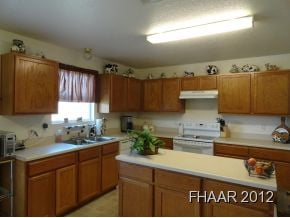 Starved for Space!!!Satisfy your appetite for spacious living in this