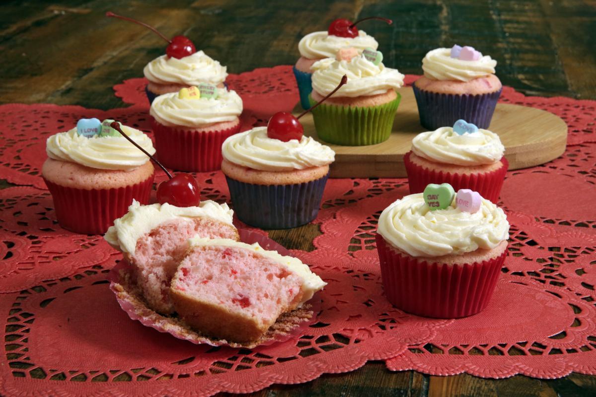 Food American Table Valentines Cupcakes